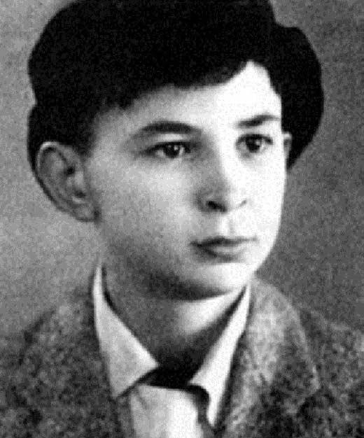 Илья Олейников в юности