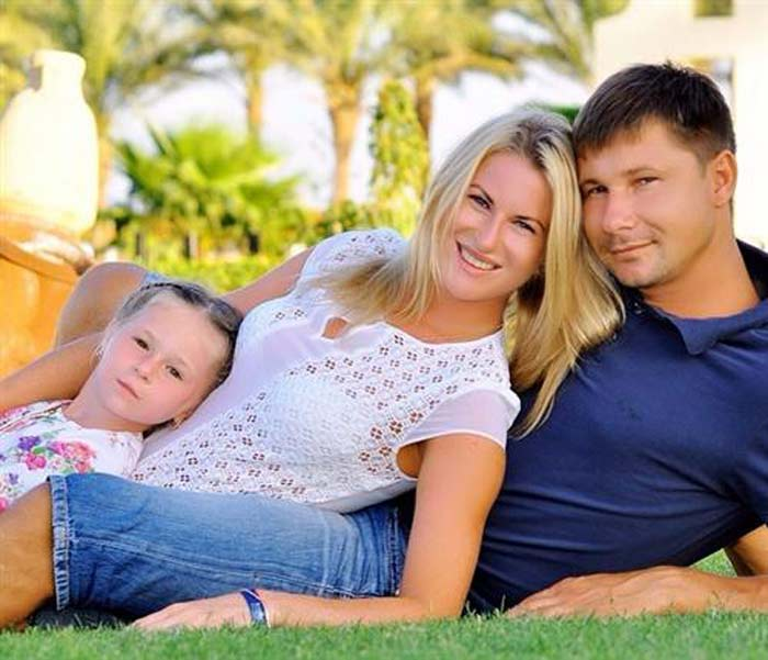 Инна Дериглазова с мужем и дочерью