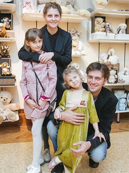 Иван Колесников и Лина Раманаускайте с дочерьми