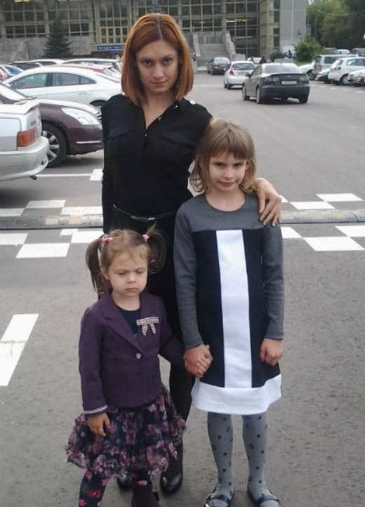 Карина Мишулина с дочерьми