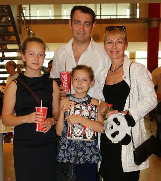 Константин Юшкевич с женой и дочерьми
