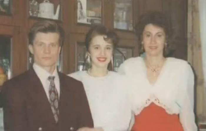Лариса Копенкина с дочерью Настей и зятем