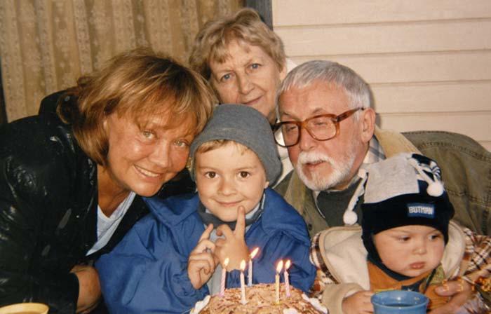 Лариса Лужина и Валерий Шувалов с внуками