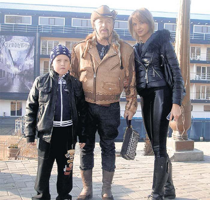 Леонид Борткевич с женой Татьяной и сыном Кристианом