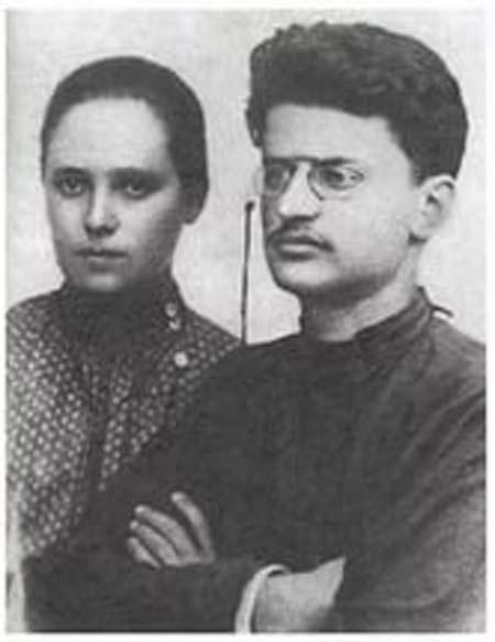 Лев Троцкий и первая жена Александра Соколовская