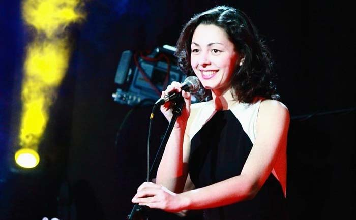 Марина Кравец поет