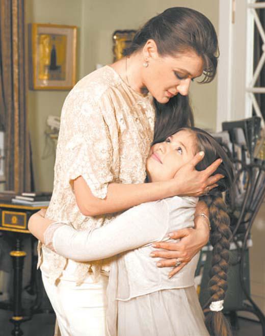 Мария Мельникова в детстве с мамой Анастасией Мельниковой