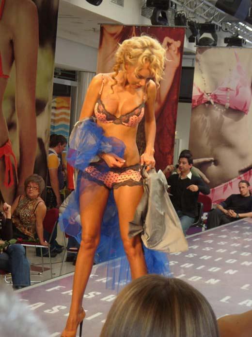 Маша Малиновская Блондинка в нокауте