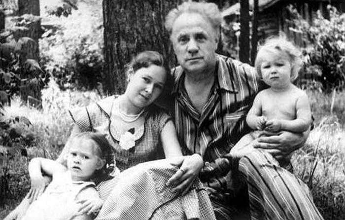Михаил Жаров и жена Майя