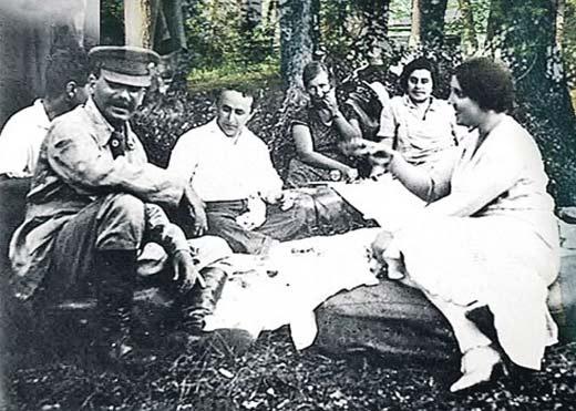 Надежда Аллилуева и Иосиф Сталин 3