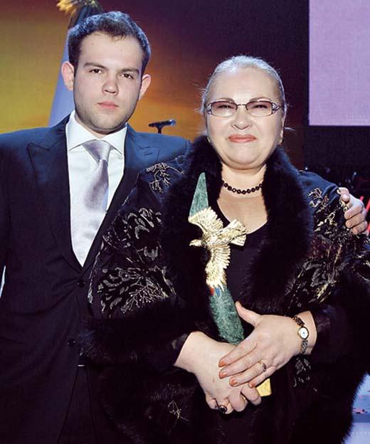 Нина Усатова и сын Николай