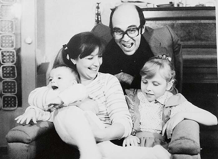 Ольга Левитина в детстве с родителями и братом