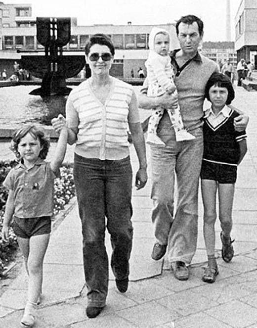 Регимантас Адомайтис жена дети