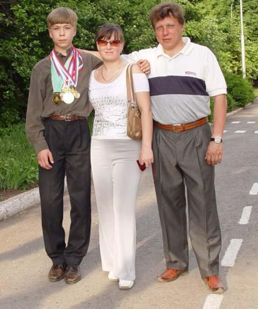 Семён Елистратов и родители