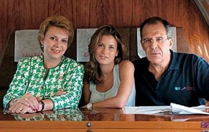 Сергей Лавров с женой и дочерью Екатериной