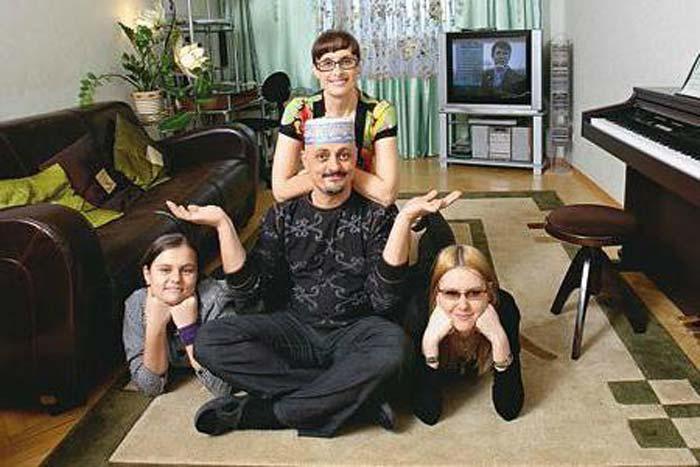 Светлана Рожкова с мужем и дочерьми