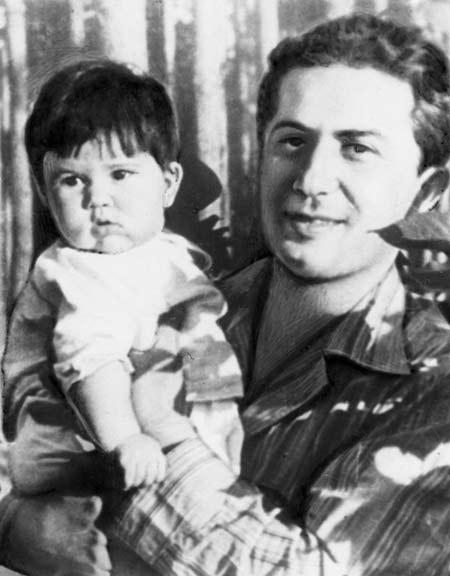Яков Джугашвили и дочь Галина