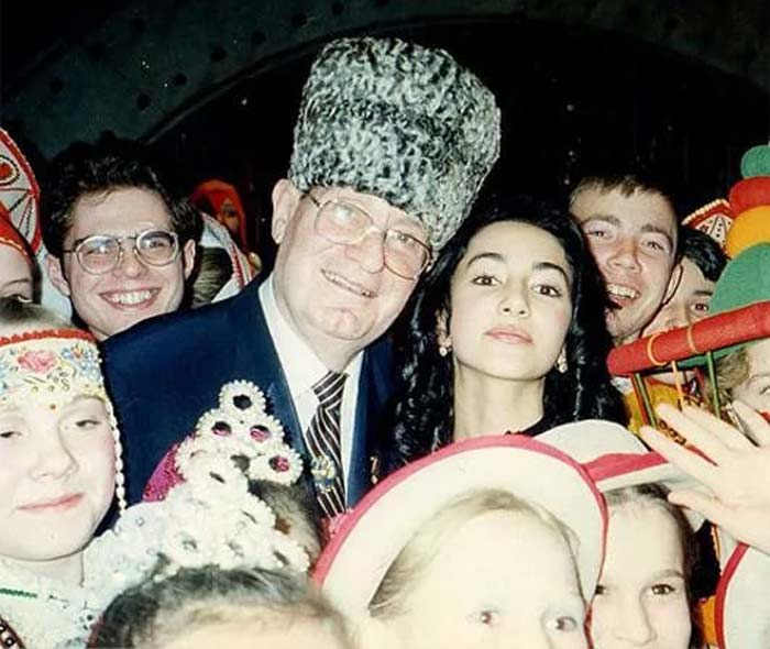 Зара и Махмуд Эсамбаев