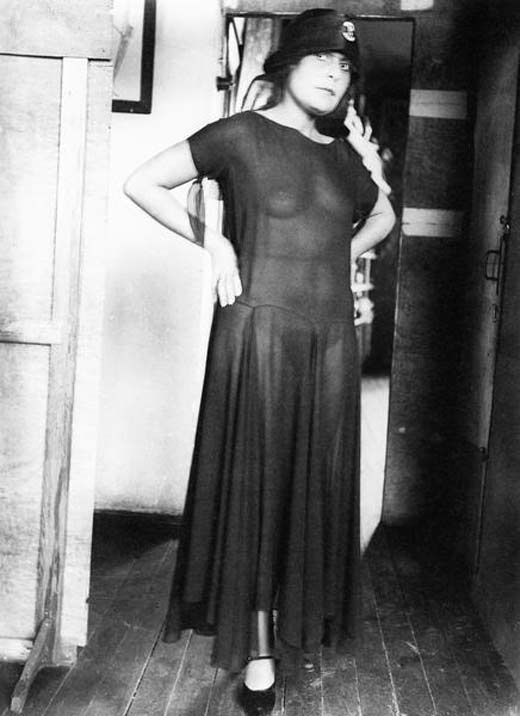 Лиля Брик в полупрозрачном платье