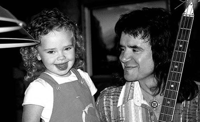 Агния Осина в детстве с отцом