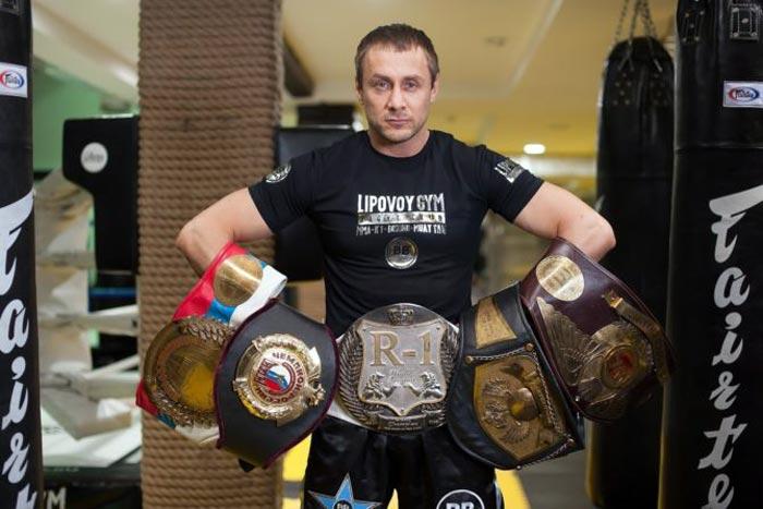 Александр Липовой с чемпионскими поясами