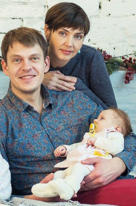 Андрей Исаенко с женой и дочерью