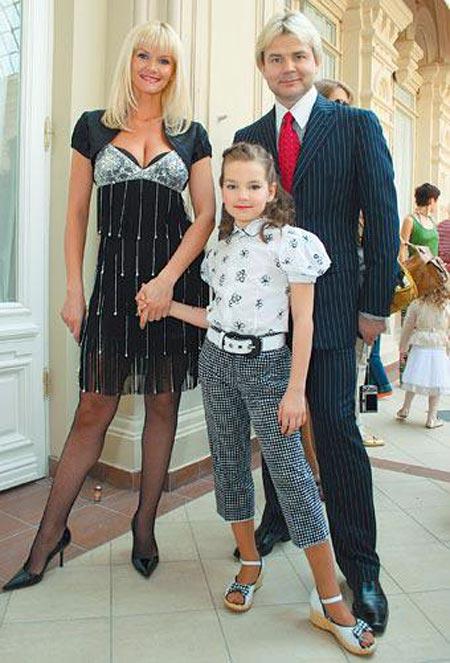 Андрис Лиепа и жена Екатерина с дочерью