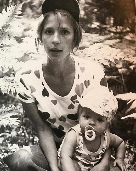 Анна Нахапетова в детстве с Верой Глаголевой