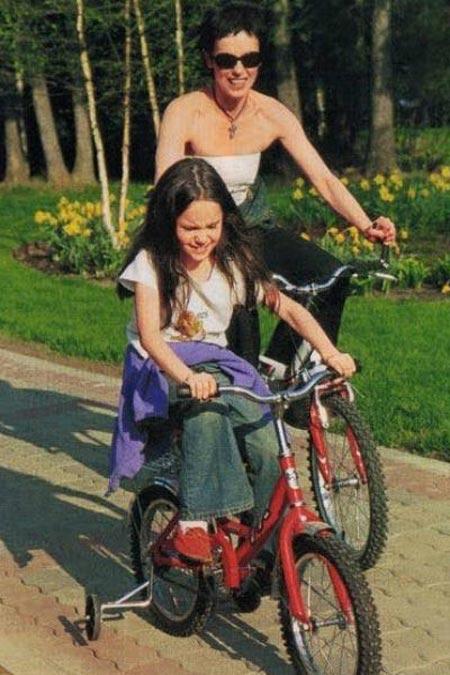 Дарья Авратинская в детстве с мамой