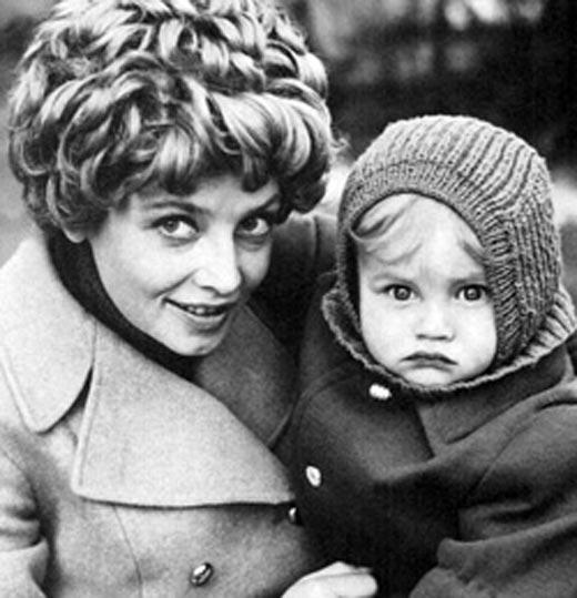 Дмитрий Егоров в детстве с мамой Натальей Кустинской