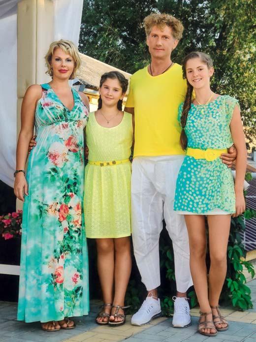 Илья Бачурин жена Полина и дочери
