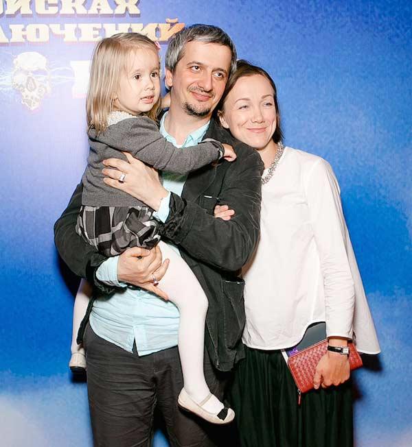Константин Богомолов и Дарья Мороз с дочерью