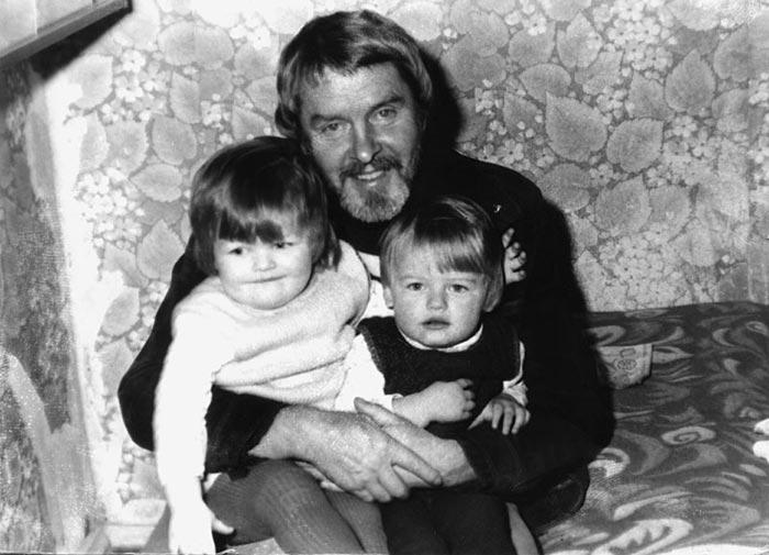 Константин Григорьев с детьми