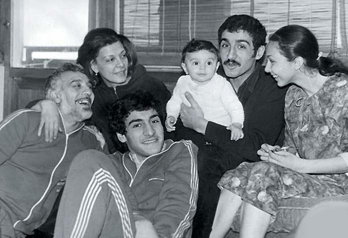 Лаура Геворкян и Эдмонд Кеосаян с детьми