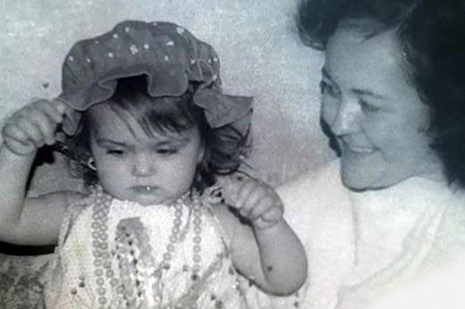 Лера Кондра в детстве с мамой