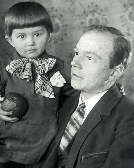 Марина Адашевская в детстве с отцом