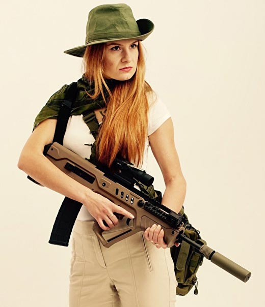 Мария Бутина с оружием