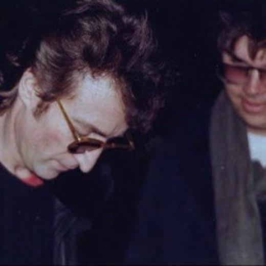 Марк Дэвид Чепмен и Джон Леннон