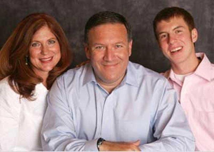 Майк Помпео с женой и сыном
