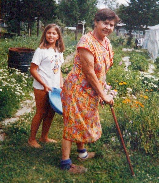 Надежда Толоконникова в детстве с бабушкой