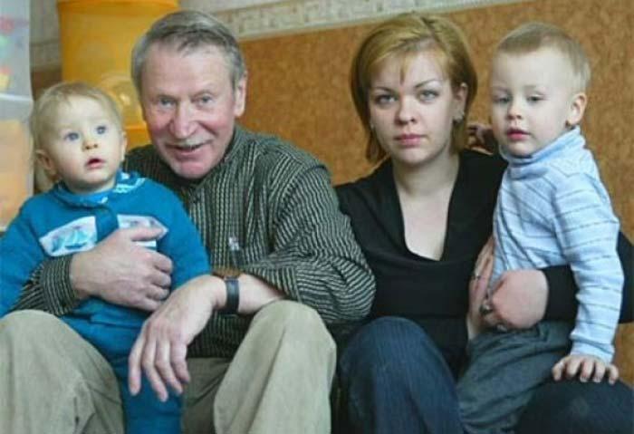 Наталья Вяль и Иван Краско с сыновьями