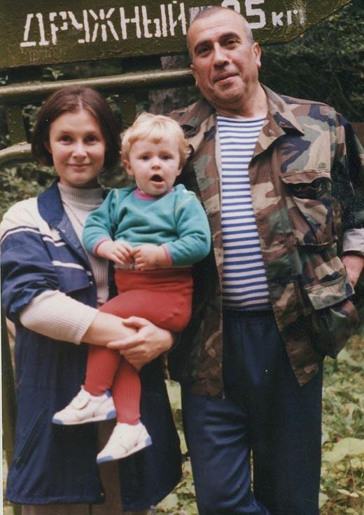 Николай Кириченко жена Снежана дочь Кира