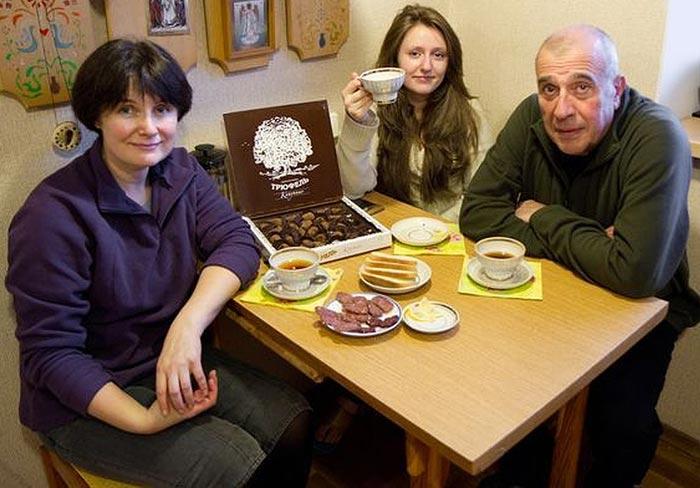 Николай Кириченко жена Снежана дочь Кира 2