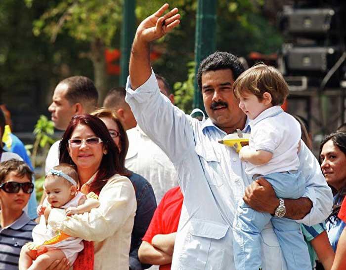 Николас Мадуро и жена Силия Флорес