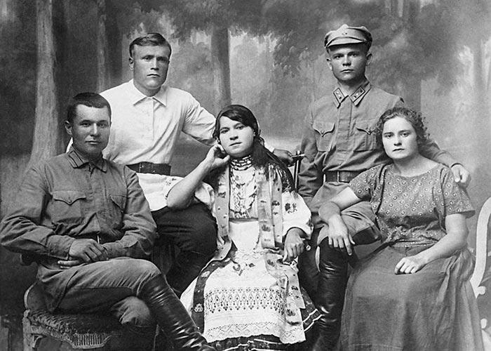 Николай Ватутин с семьей