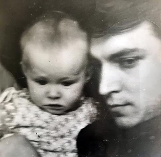 Полина Невзорова в детстве с отцом 2