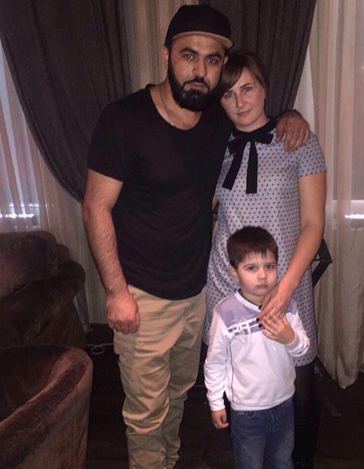 Севак Ханагян с женой и сыном 2