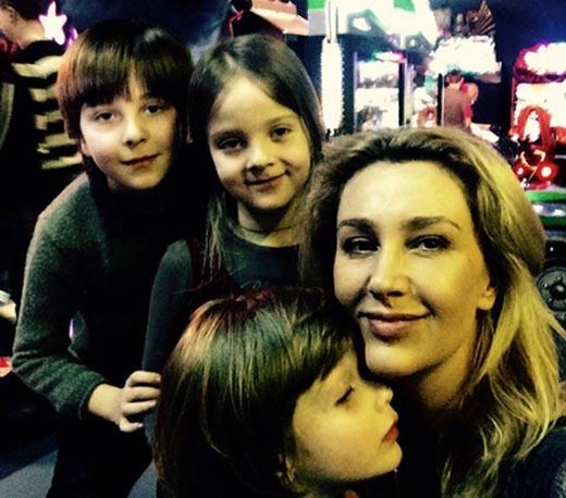 Снежана Егорова с детьми Антона Мухарского
