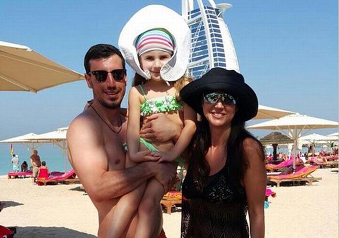 Сослан Джанаев с женой и дочерью