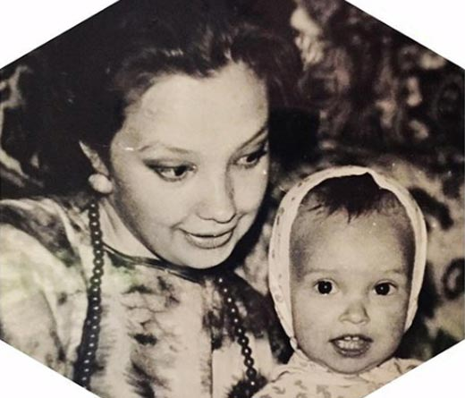 Татьяна Храмова в детстве с мамой